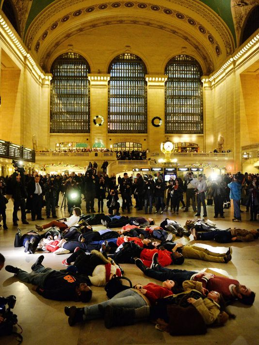 Photo courtesy of USA Today: http://www.usatoday.com/story/news/nation/2014/12/03/images-froms-eric-garner-protests/19868203/